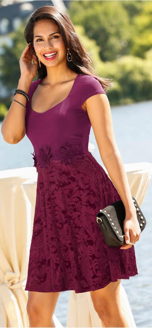 Fialové krajkové šaty Bonprix