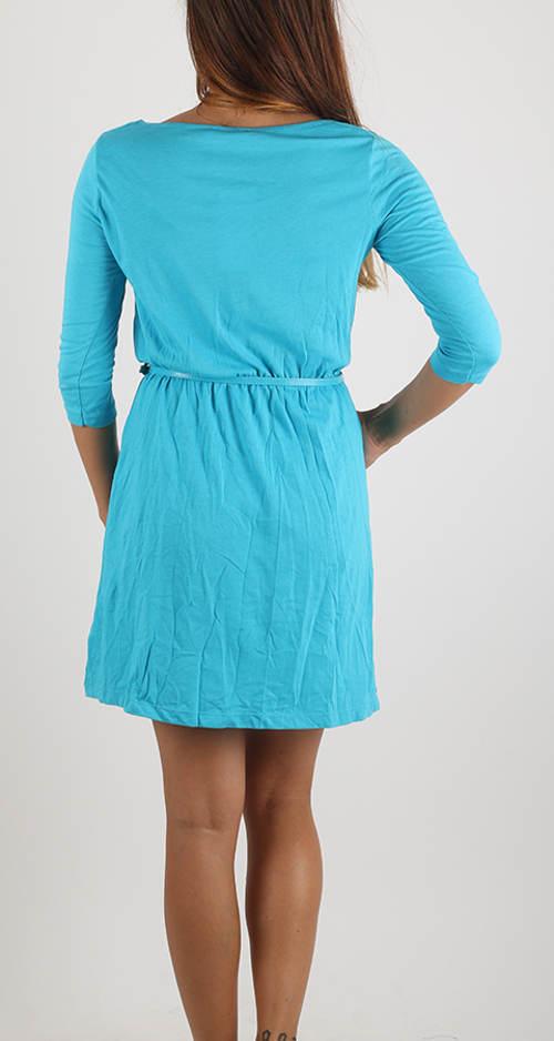 Krátké tyrkysové šaty s 3/4 rukávem