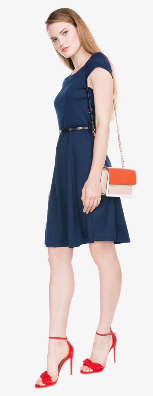 Modré letní šaty s páskem