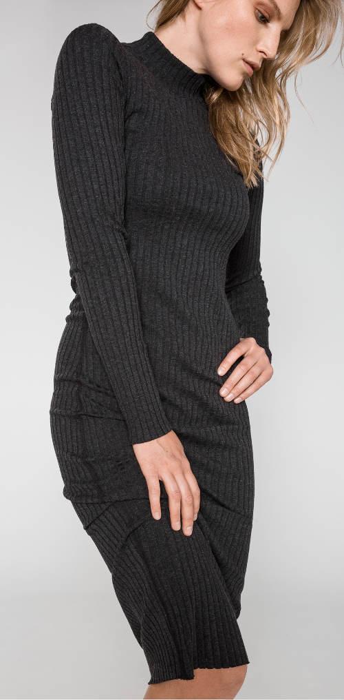 Pletené zimní zebrované šaty