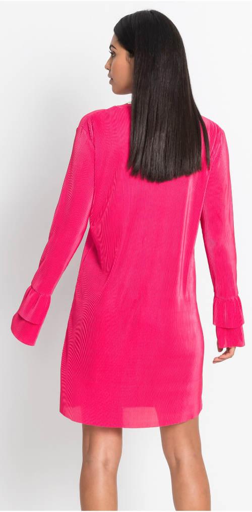Růžové šaty s volánky na rukávech