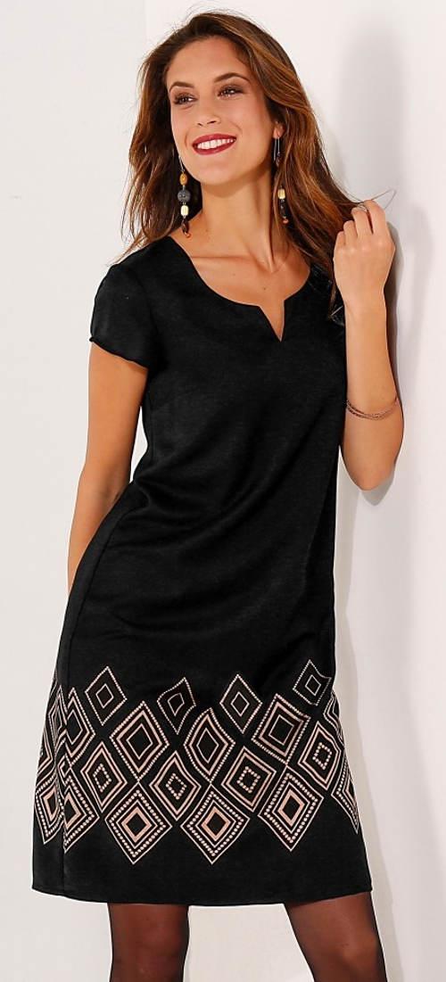 Černé dámské šaty s měděným geometrickým vzorem na sukni