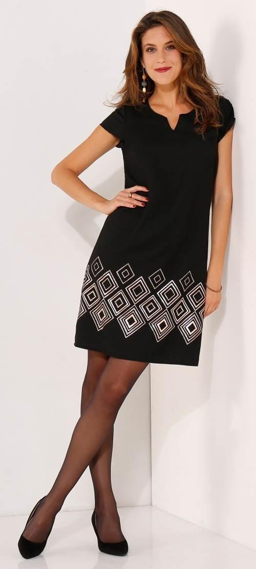 Černé šaty s kosočtverci pro plnoštíhlé