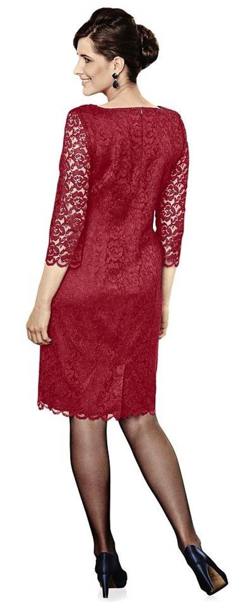 Červené krajkové šaty na svatbu jako host