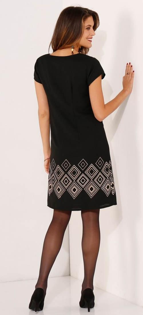 Šaty s krátkým rukávem a délkou nad kolena