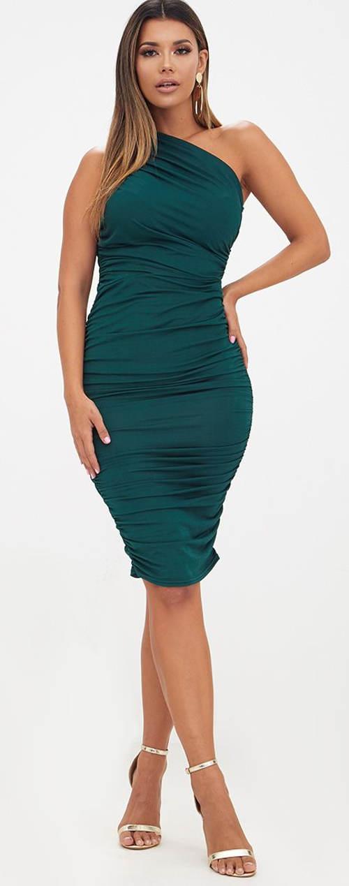 Zelené plesové šaty s řasením