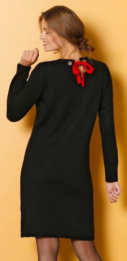Černé úpletové šaty s čevenou vázačkou vzadu