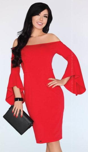 Červené pouzdrové šaty s širokými zvonovými rukávy