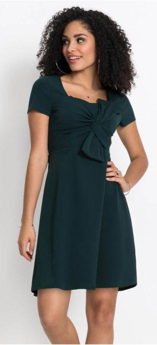 Krásné šaty s velkou mašlí přes prsa