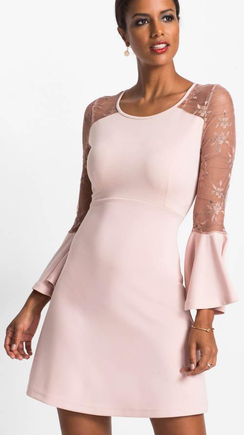 Růžové šaty prozářené perletí