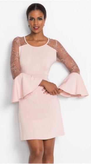 Růžové společenské šaty se zvonovými rukávy