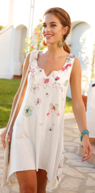 Asymetrické letní šaty s decentním potiskem