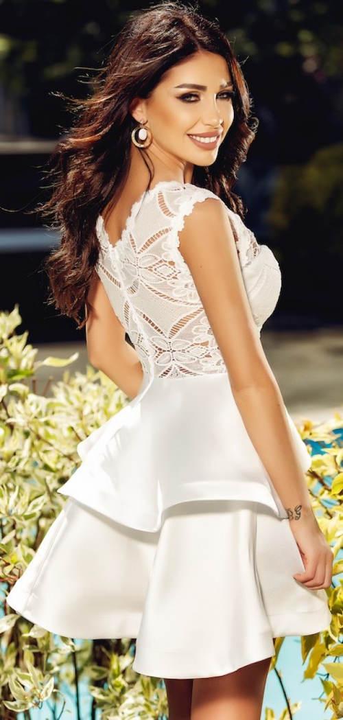 Bílé volánové šaty s krajkovými zády