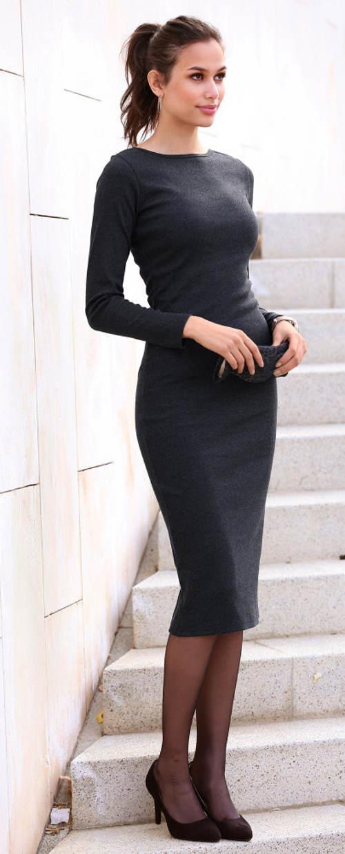 Jednobarevné pletené šaty