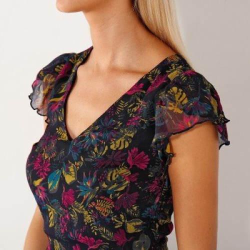 Letní šaty s květinovým motivem
