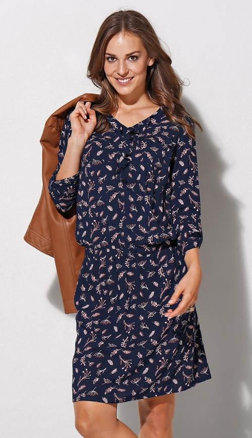 Modré šaty s jemným květinovým potiskem