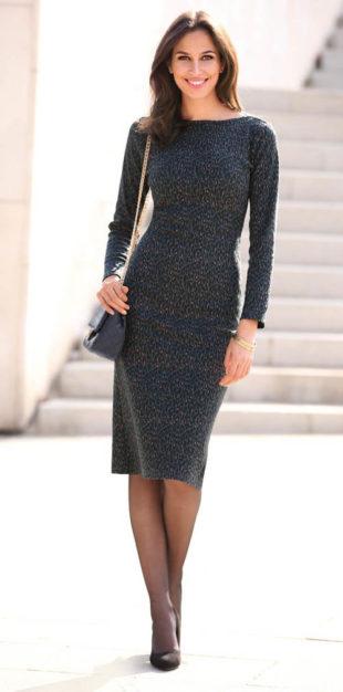 Polodlouhé šaty s lodičkovým výstřihem