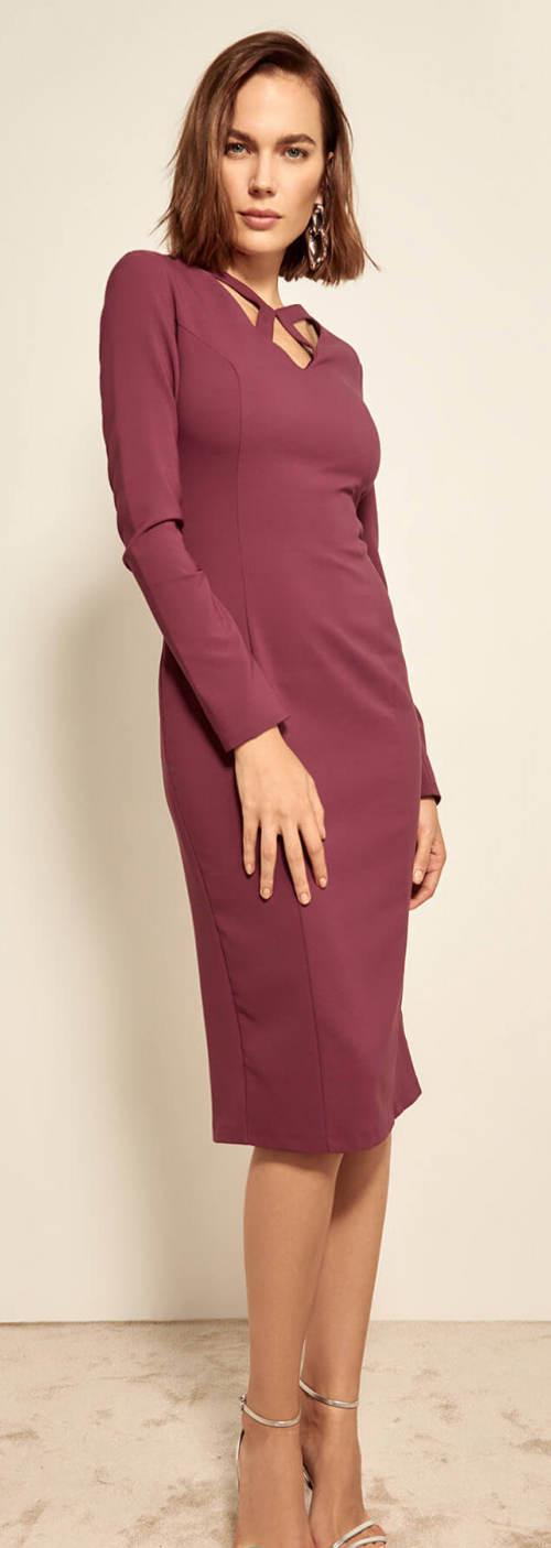 Fialové plesové šaty s dlouhým rukávem