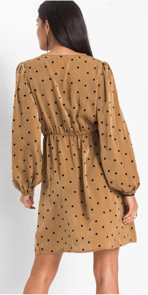 Hnědé dámské šaty s černými puntíky