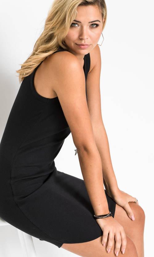 Jednobarevné černé letní šaty