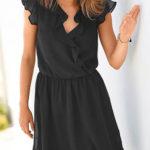Lehounké černé šaty s volány a překřížením