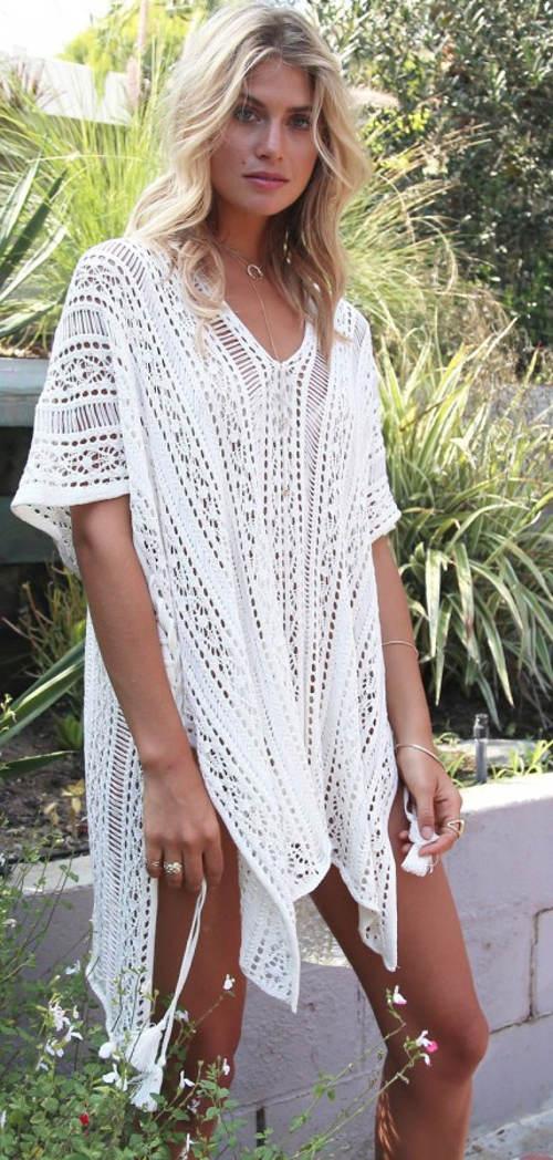 Volné háčkované plážové šaty