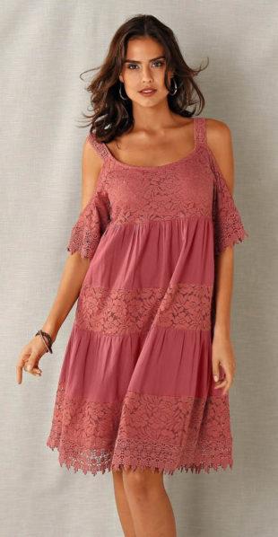Volné krajkové letní šaty s průstřihy na ramenou