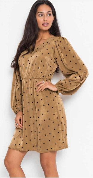 Zimní puntíkované šaty s nabíranými rukávy