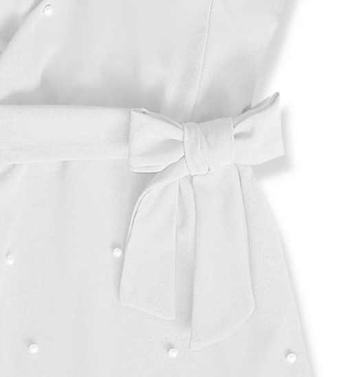 Bílé společenské šaty s ozdobnou mašlí v pase