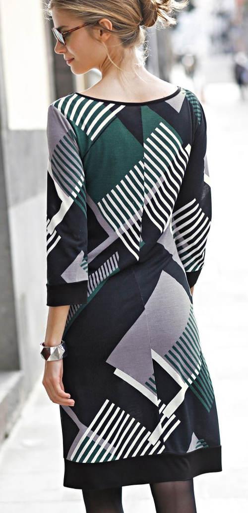 Pohodlné úpletové šaty s délkou nad kolena