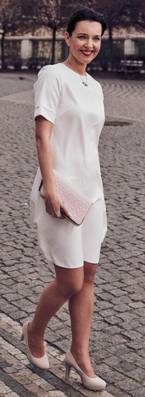 Bílé společenské šaty s krátkým rukávem