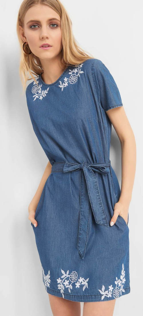 Džínové dámské šaty s výšivkou a mašlí