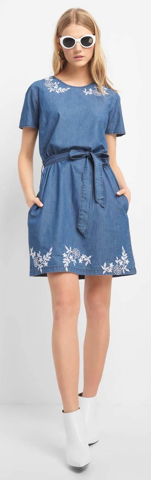 Krátké riflové šaty s páskem