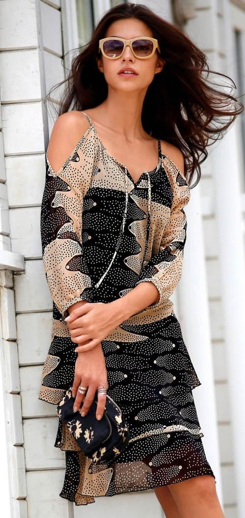Lehounké dámské šaty s průstřihy na ramenou