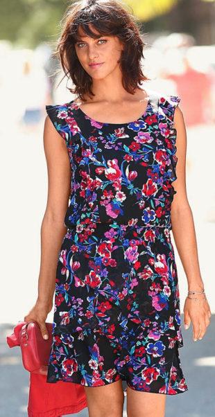 Letní šaty pro plnější tvary s květinovým potiskem a volány