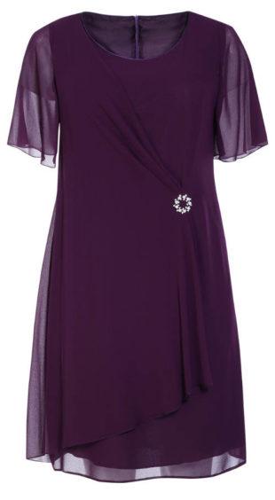 Společenské šaty s ozdobnou broží