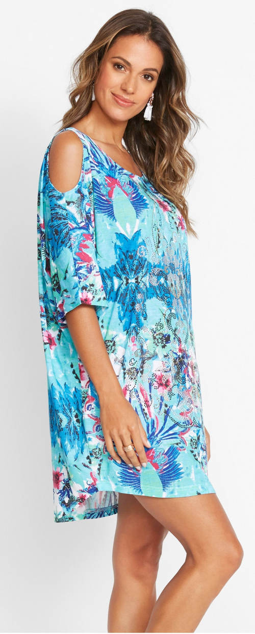 Volné plážové šaty s průstřihy na ramenou