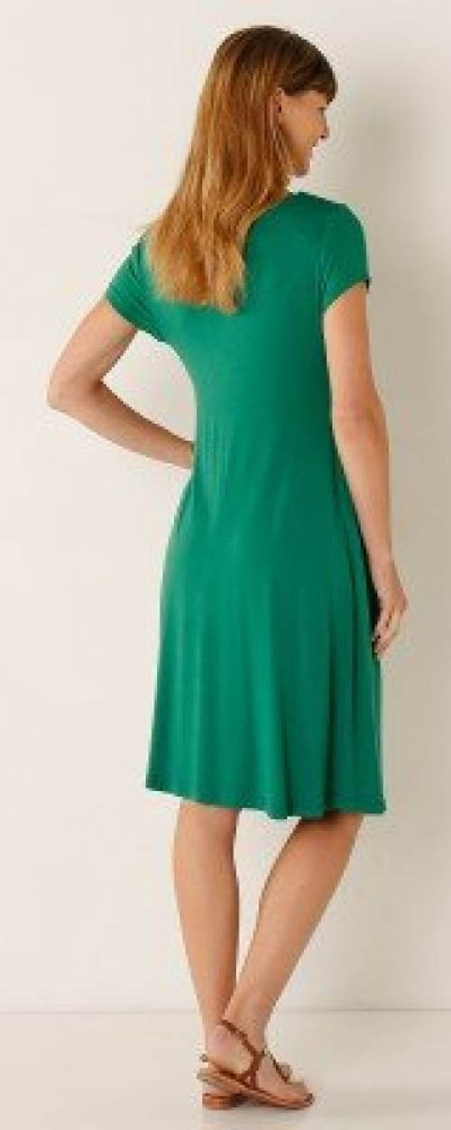 Zelené letní šaty pro silnější postavy