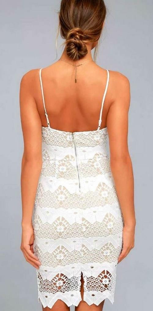 Bílé krajkové šaty s volnými zády