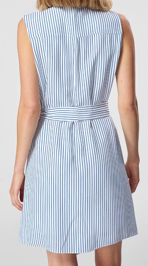 Bílé letní šaty s páskem a modrými proužky