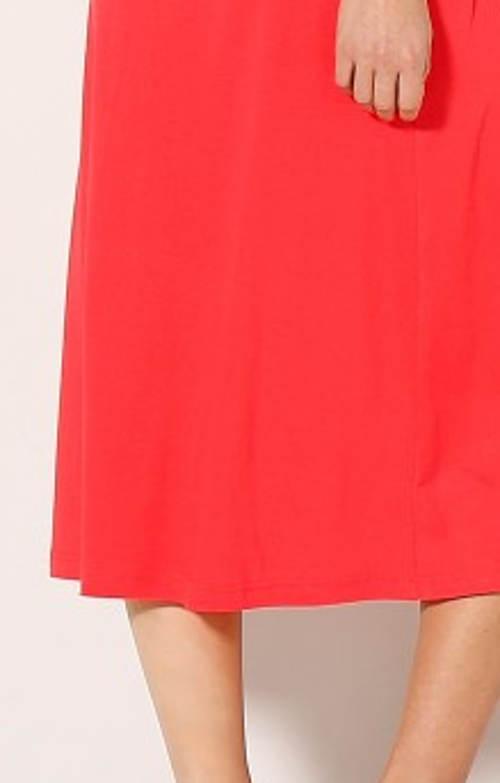 Červené letní šaty s délkou pod kolena