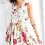 Elegantní bílé letní šaty s květinovým potiskem