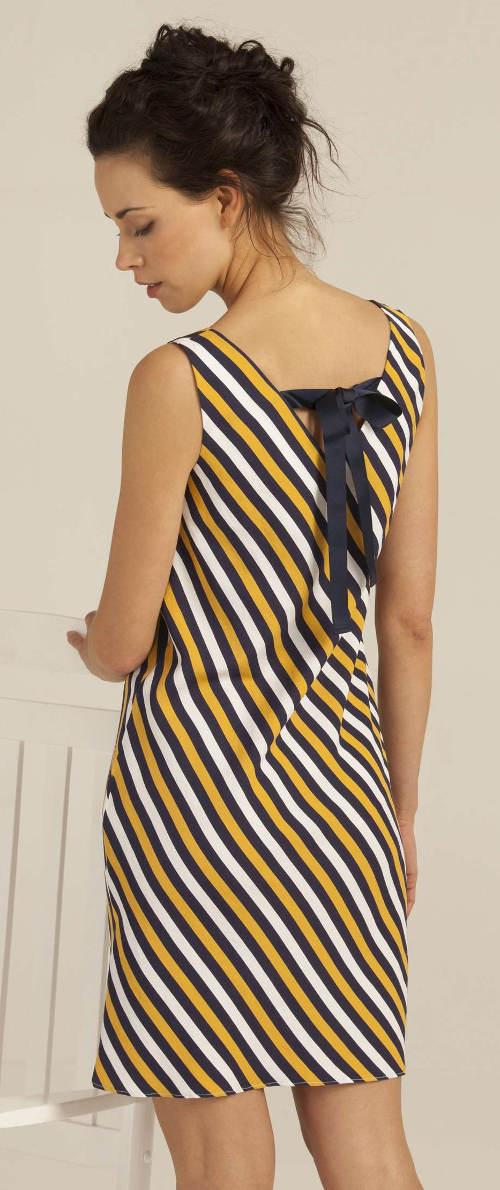 Pruhované letní šaty s mašlí na zádech