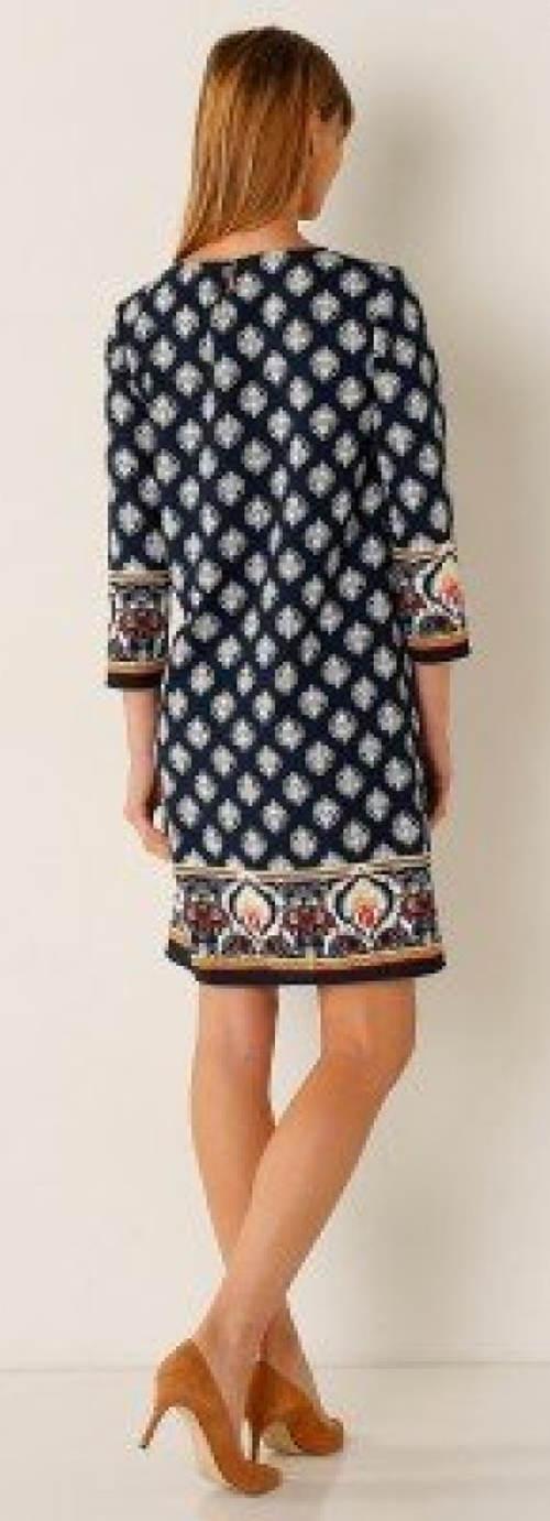 Šaty s výrazným potiskem a tříčtvrtečními rukávy
