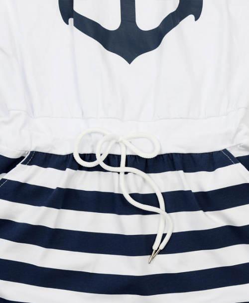 Stahovací šňůrka v pase šatů