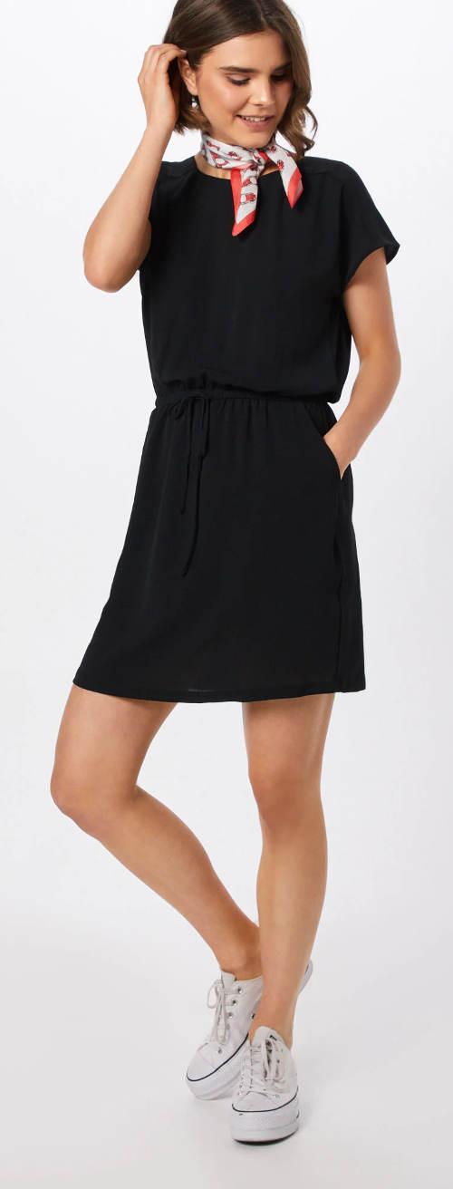 Černé dámské letní šaty s kapsami