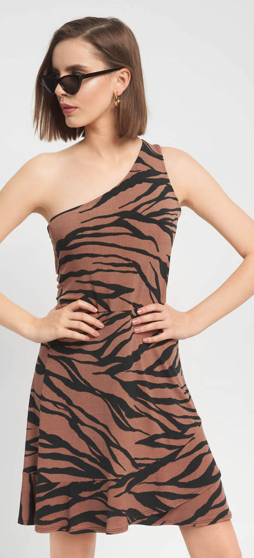 Šaty na jedno rameno se zvířecím vzorem