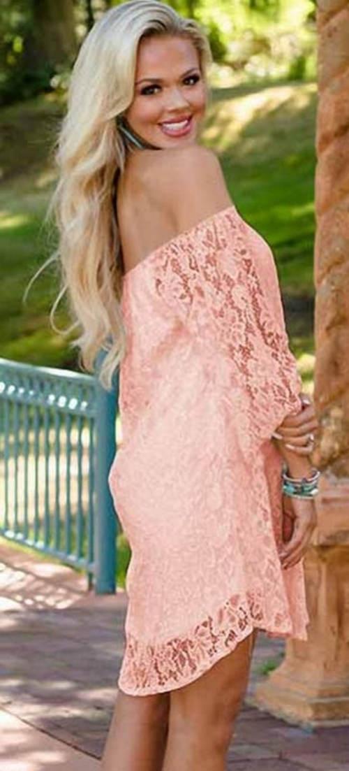 Krátké krajkové šaty lososové barvy