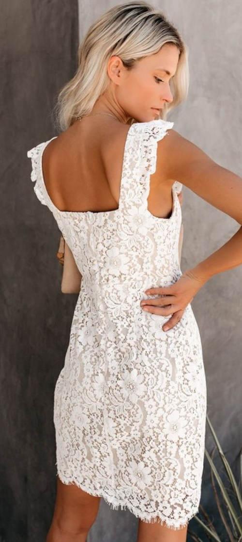 Bílé krajkové šaty bez rukávů