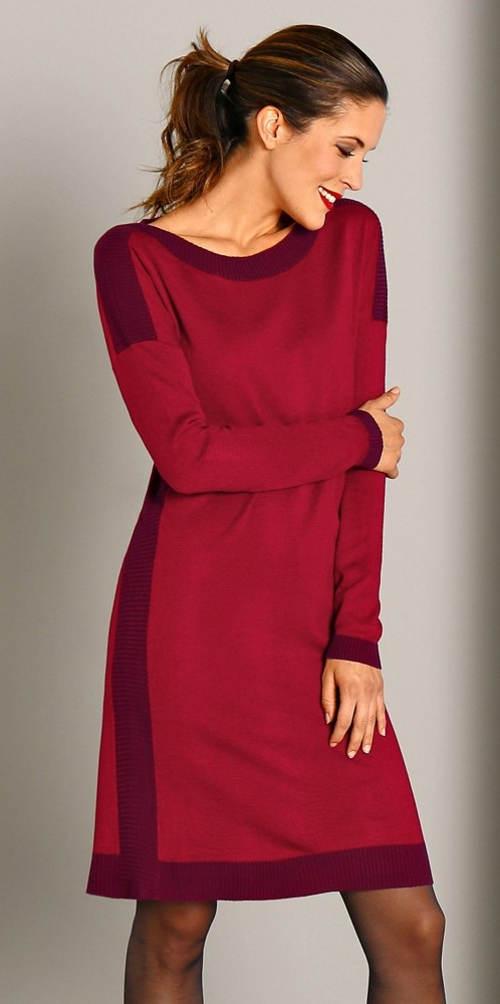 Elegantní vínové úpletové šaty